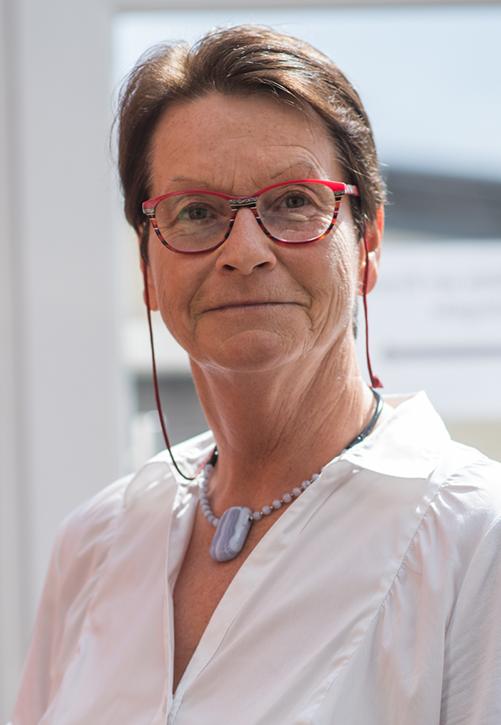 Brigitte Simons, Buchhaltung